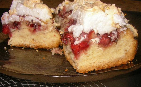 Кусок пирога с яблоками